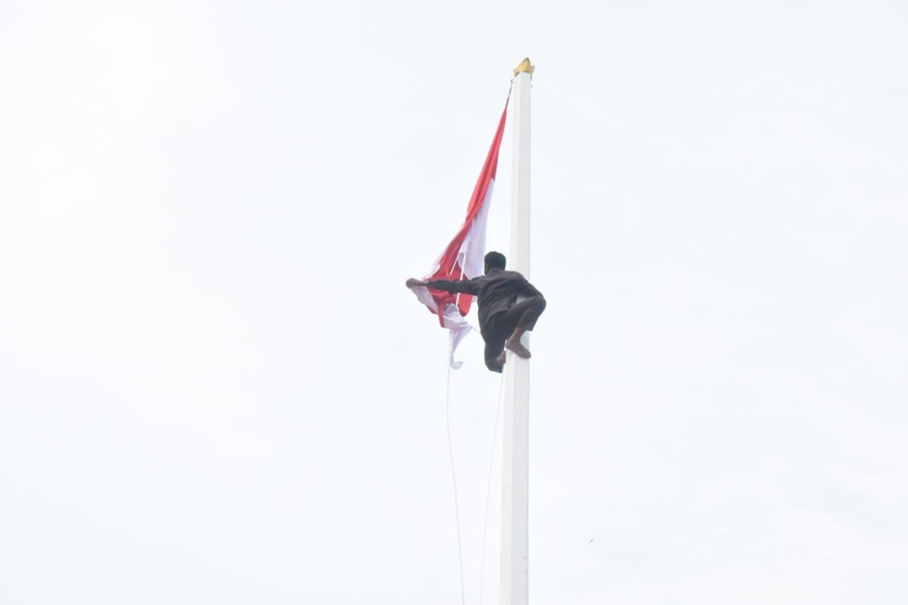 Aksi Heroik Hangtuah 'Selamatkan' Upacara Penurunan Bendera Merah Putih di Bengkalis